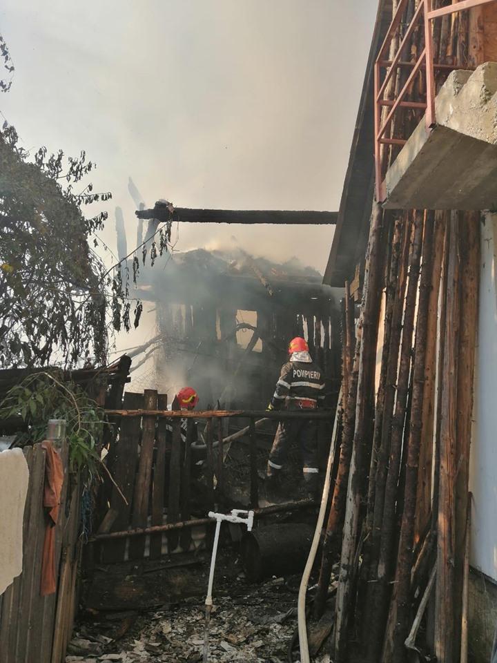 Povestea unui incendiu care a mistuit 3 case versus o aplicație inutilă, dar de succes