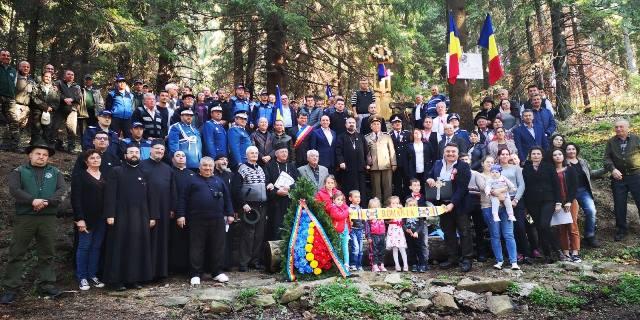 FOTO: Conducerea Jandarmeriei Vrancea a participat la sfințirea unui monument din munții Zboina