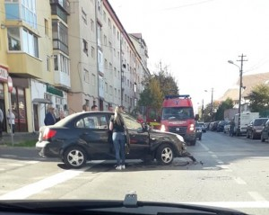 Motoclist rănit în Vasile Aaron după ce i-a ieșit o șoferiță în față