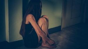O prostituată a sărit de la etajul apartamentului unui client. Poliția spune că a fost o neînțelegere