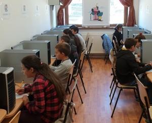 Premieră pentru școala satului sibian: Digitalizarea orei de matematică