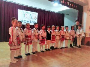"""Proiectul """"Iubește-ți patria, copile"""", o oportunitate de a încuraja transmiterea și celebrarea de către noile generații de elevi a tezaurului folcloric național"""