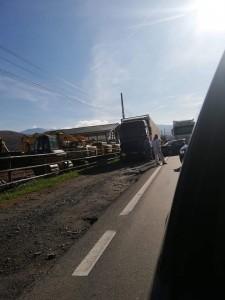 Accident în lanțpe Valea Oltului.Două TIR-uri implicate în coliziune