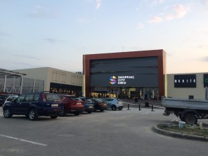 Hoți prinși după ce au escaladat acoperișul mall-ului din Șelimbăr.Cele mai interesante pățănii aleagenților de pază