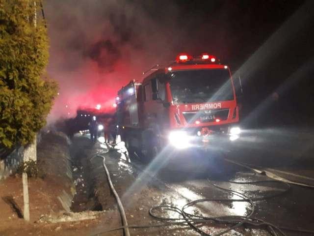 Incendiu de proporții la un supermarket din Focșani