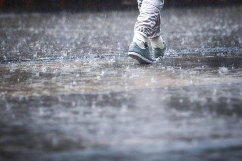 Se schimbă vremea: urmează ploi, lapoviță și vijelii