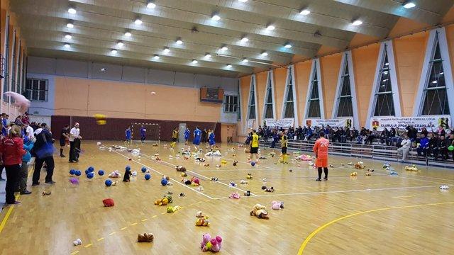 """""""Fotbal cu… jucării pentru copii"""", ediţia a II-a, se va desfăşura în trei localităţi nemţene"""