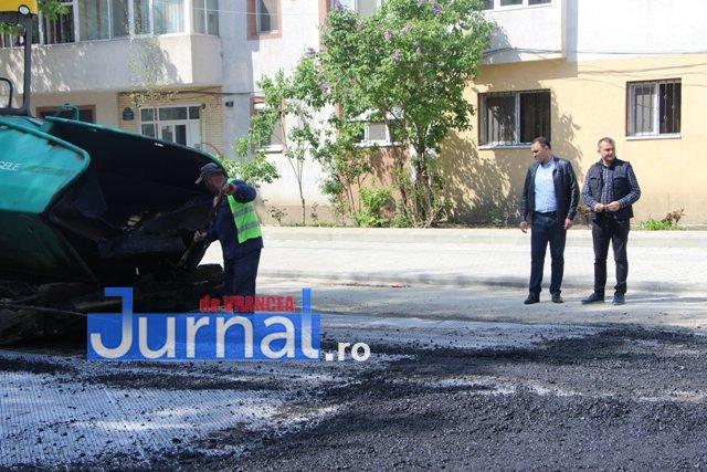 """Nereguli descoperite la asfaltările din Focșani. Primarul Misăilă se apără și spune că este vorba despre """"două borduri"""""""