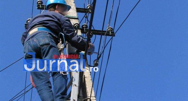 Angajat Electrica, în stare gravă după ce a căzut de pe un stâlp de electricitate