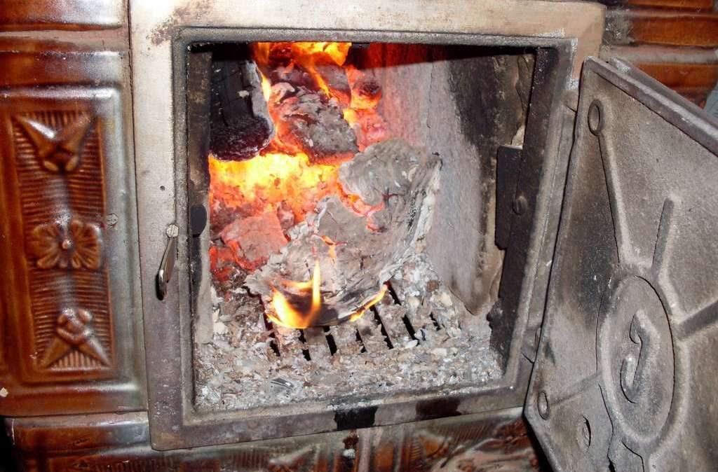 Bărbat din Roșia Montană, amendat pentru că nu a vrut să facă foc pentru copii