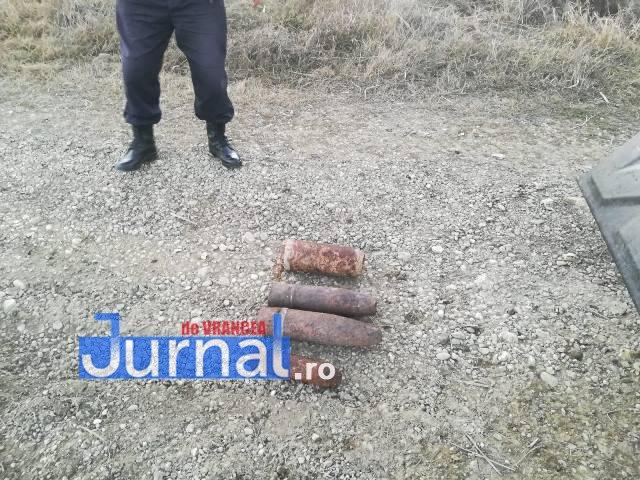 FOTO: Proiectile explozibile ridicate de pirotehniști în trei localități din Vrancea