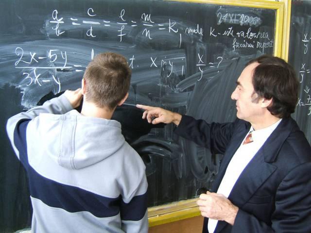 Profesorii scapă de hârtii, urmează inspectorii școlari