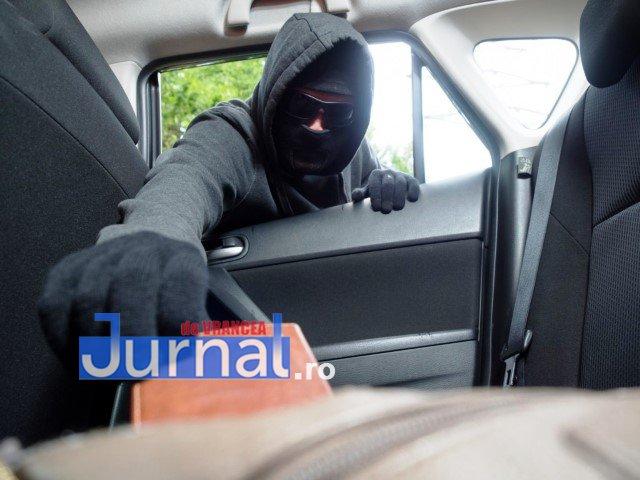 Cum încearcă o tânără să-și recupereze actele după ce un hoț i-a spart mașina și i-a furat geanta