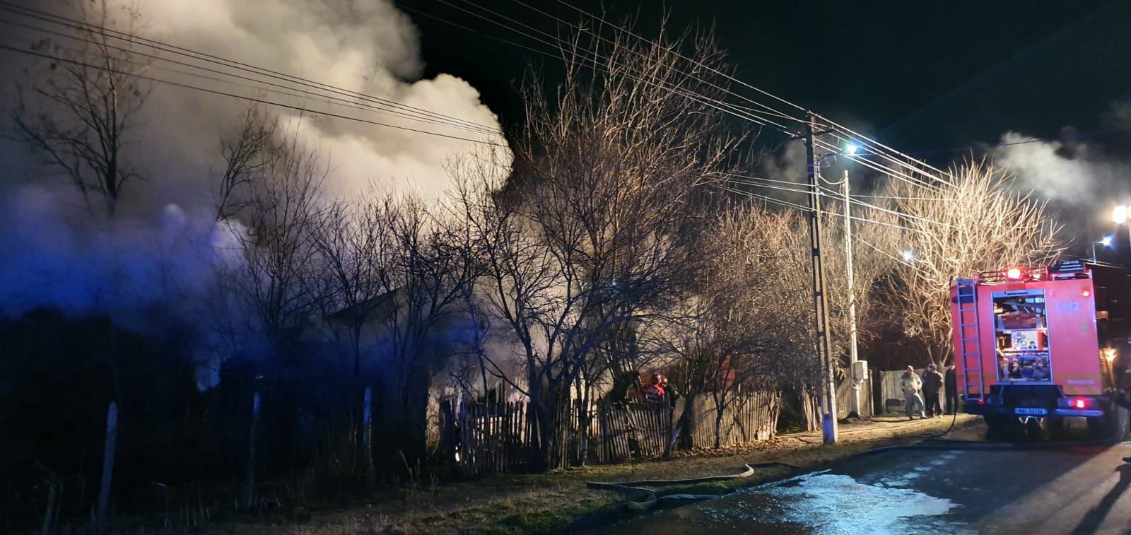 Incendiu puternic, într-un apartament din Alexandria. 50 de persoane, din blocul cuprins de fl?c?ri, s-au evacuat