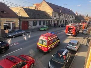 VIDEO/ Hornul unei case de pe Strada Lungă a luat foc