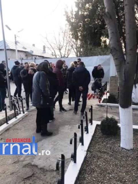 VIDEO: Rudele tânărului ucis în Penitenciarul Focșani, protest în fața închisorii