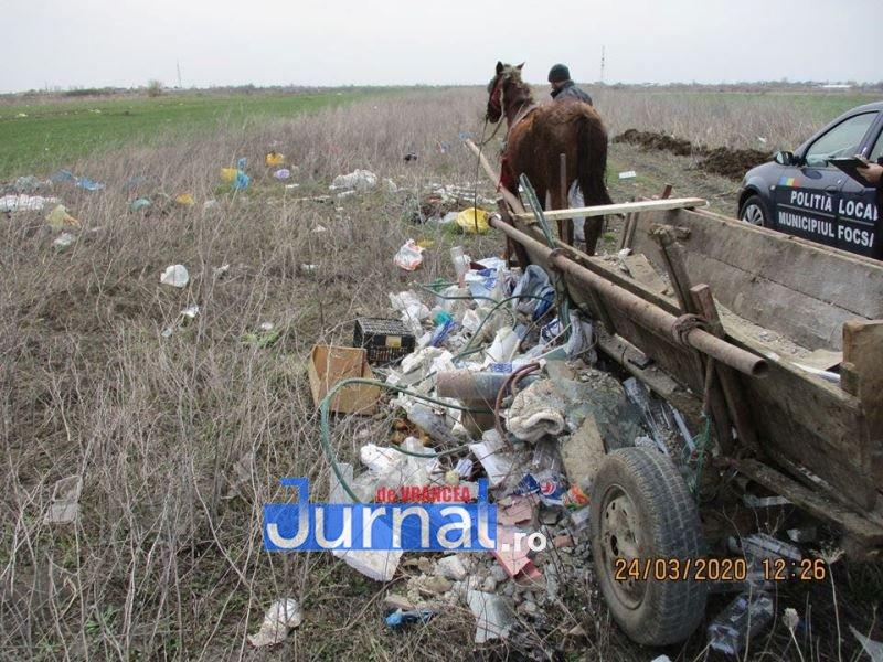 FOTO: Au descărcat gunoiul în mijlocul câmpului! Polițiștii locali i-au amendat cu câte 2.000 de lei