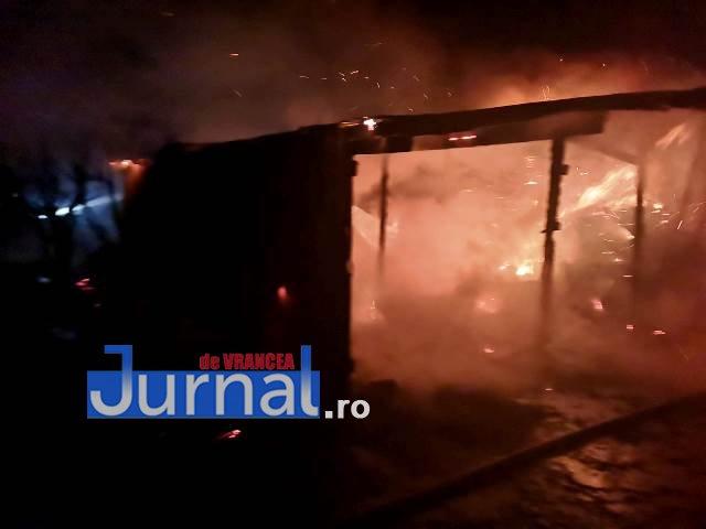 FOTO: Incendiu la Fitionești | Trei anexe și bunuri au fost mistuite de flăcări
