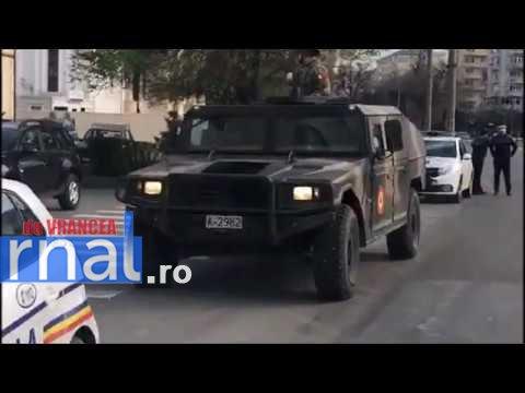 VIDEO+FOTO: Vehicule blindate și soldați înarmați, pe străzile din Focșani