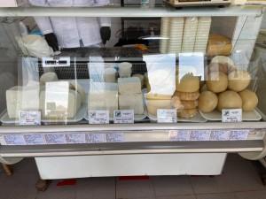 Hala de lactate de la Piața Cibin este deschisă astăzi