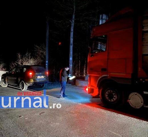 Transport ilegal de lemne descoperit, noaptea trecută, de Garda Forestieră Focșani