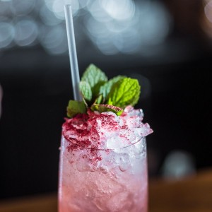 7 cocktailuri cu sampanie pe care le poti face in doar cateva min