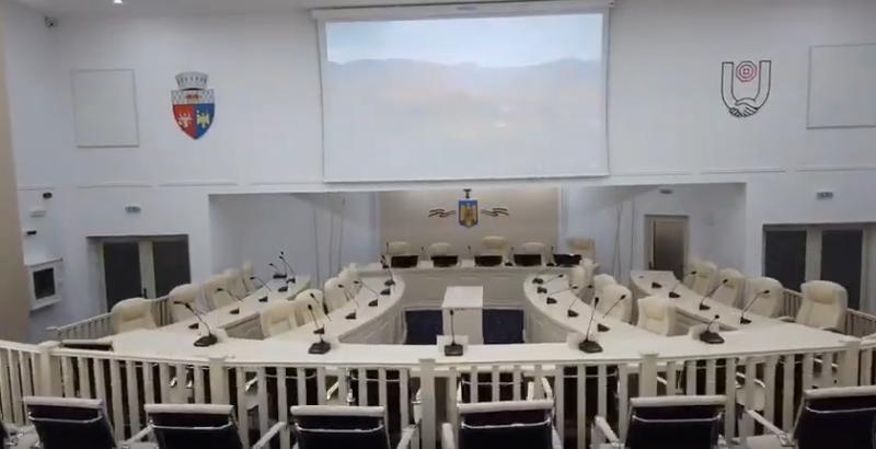 Consilierii focșăneni se întâlnesc azi în ședință   Cum arată sala de ședințe a Primăriei Focșani după reabilitare. VIDEO