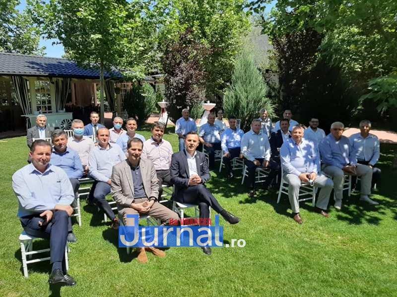 """Directorul Companiei Naționale de Investiții s-a întâlnit cu primarii din Vrancea. Ei, nu chiar cu toți… doar cu cei care n-au """"vocație de constructori""""!"""