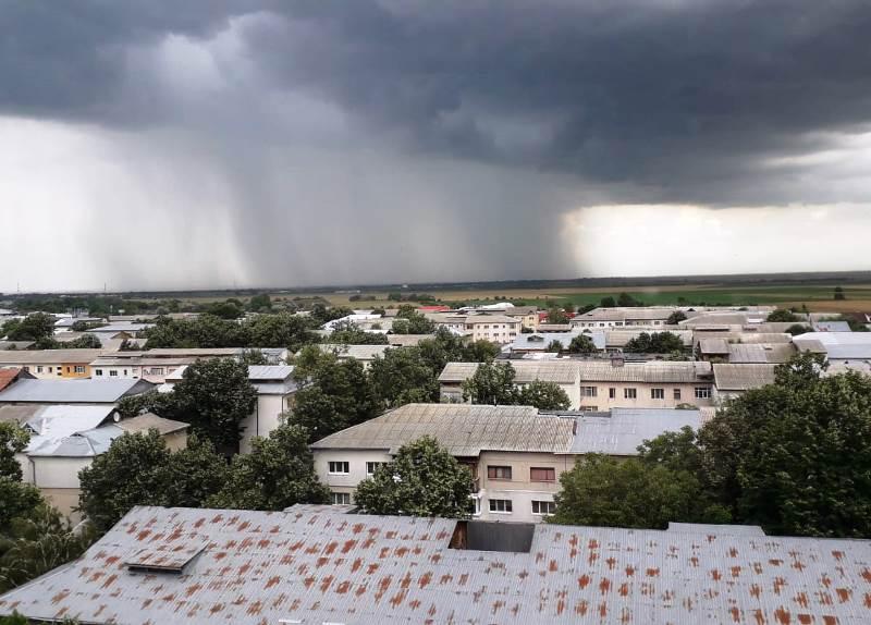 ULTIMĂ ORĂ: Cod galben de instabilitate atmosferică, furtuni și ploi însemnate cantitativ