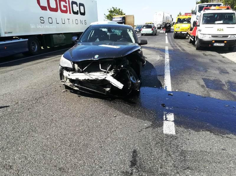 FOTO-ULTIMĂ ORĂ: Accident pe șoseaua europeană | Impact frontal între două autoturisme