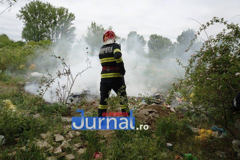 Incendiu la Negrilești. Arde un adăpost de animale