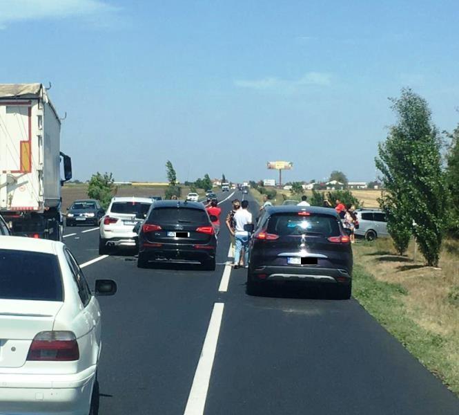ULTIMĂ ORĂ: Carambol pe șoseaua europeană | Trei autovehicule implicate în accident