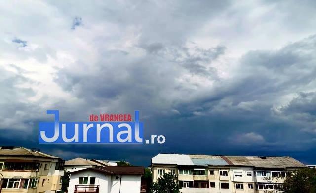 ULTIMĂ ORĂ: Meteorologii anunță două zile de ploi, vijelii și grindină
