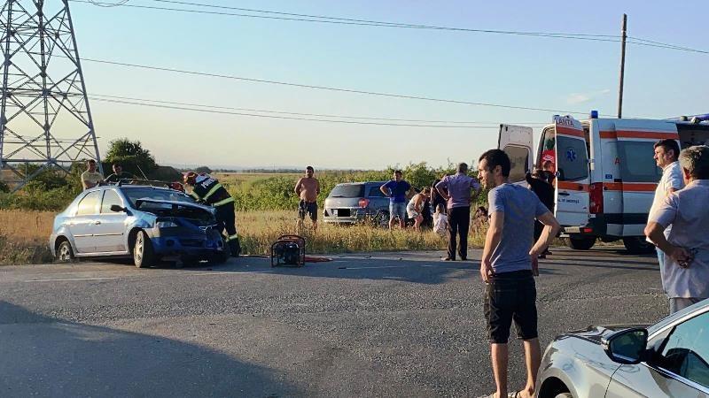 (UPDATE) FOTO-ULTIMĂ ORĂ: Accident pe drumul dintre Petrești și Mircești | Un copil minor și un bărbat răniți în urma coliziunii