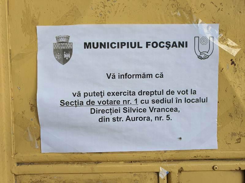 Brambureală la multe secții de votare din Focșani! Sute de oameni sunt plimbați de la o secție la alta!
