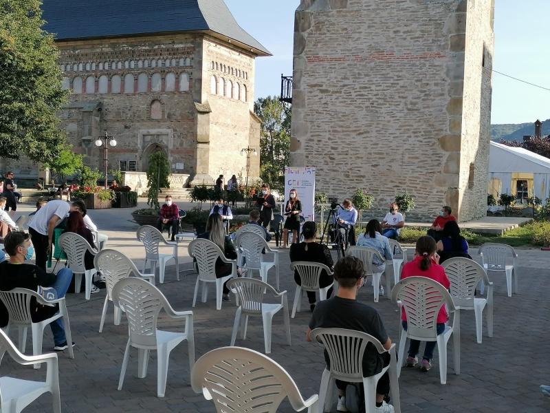 Dezbatere în format restrâns cu candidații la Primăria Piatra Neamț