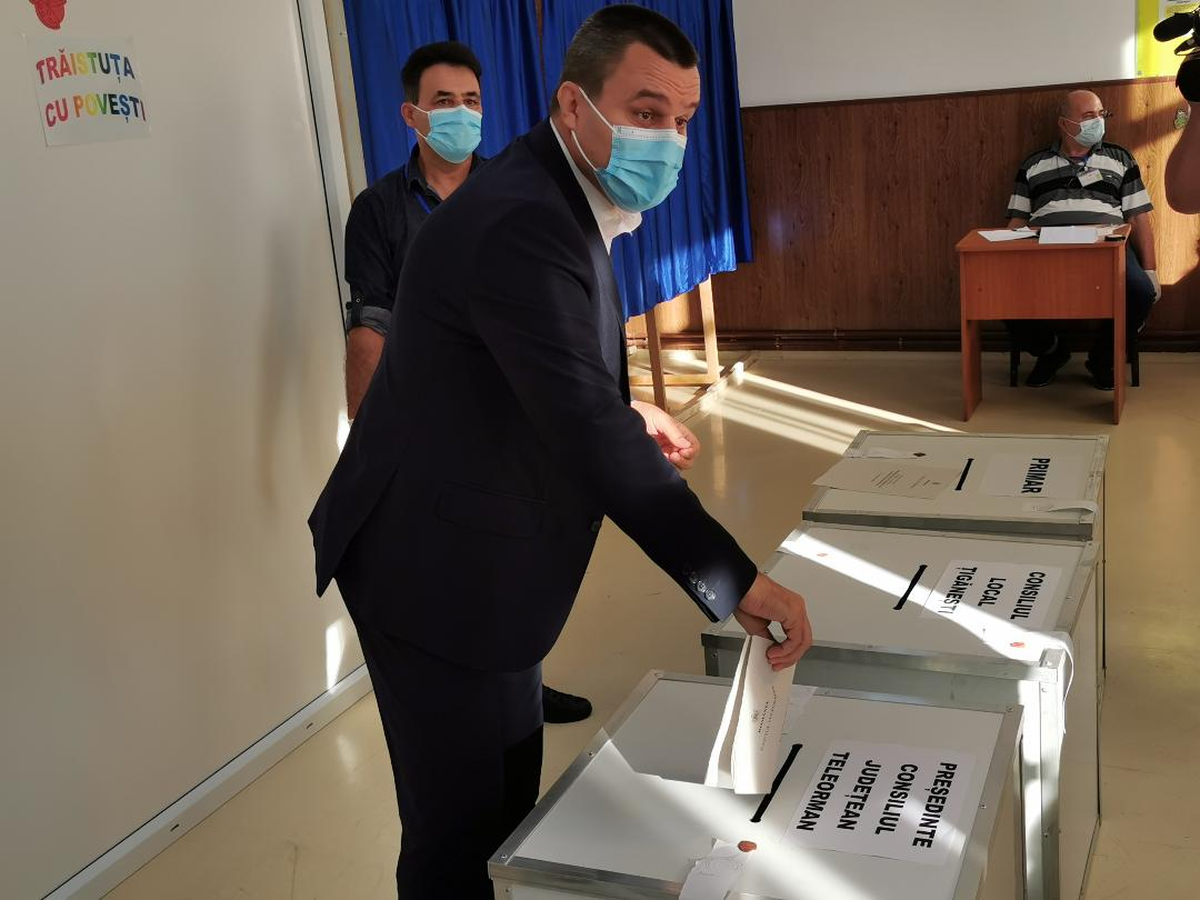 """Eugen Pîrvulescu, candidatul PNL pentru CJ, la ieșirea de la urne: """"Am votat cu gândul la dezvoltarea județului Teleorman, cu gândul la locuri de muncă, la investiții"""""""