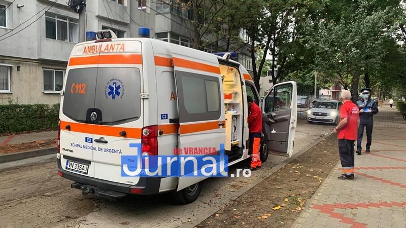 FOTO: Bărbat găsit mort la parterul unui bloc din Focșani!
