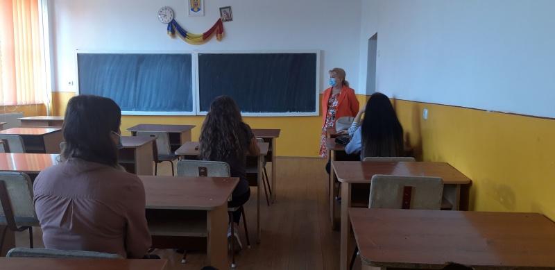 Început de an școlar la Piatra Neamț. Masca, mai obligatorie ca învățământul în sine