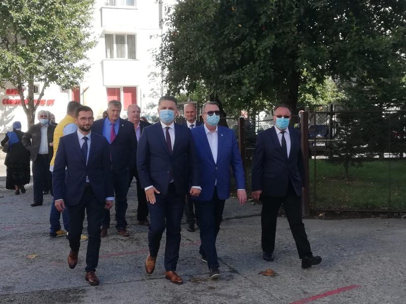 Liberalii la vot: Cozmanciuc și Carabelea au votat în Piatra Neamț