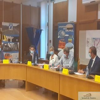 S-au semnat contractele pentru construcția ultimelor două tronsoane ale Drumului Expres Craiova – Pitești