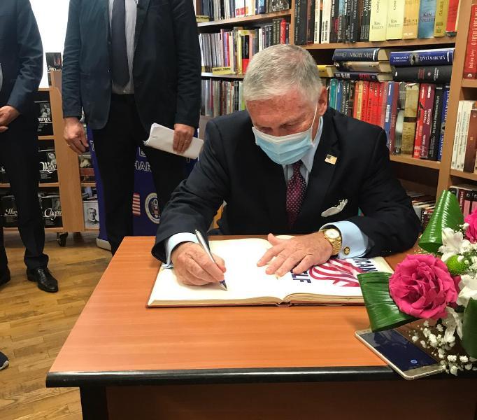 VIDEO! Ambasadorul SUA la București a vizitat Biblioteca Județeană Vrancea