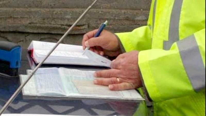 Zeci de şoferi care au încălcat legea, lăsaţi fără permis în ultima săptămână