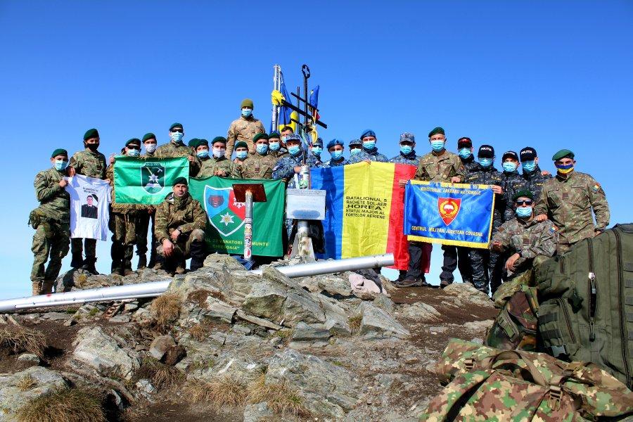 Drapelului României a fost arborat, din nou, pe cel mai înalt v