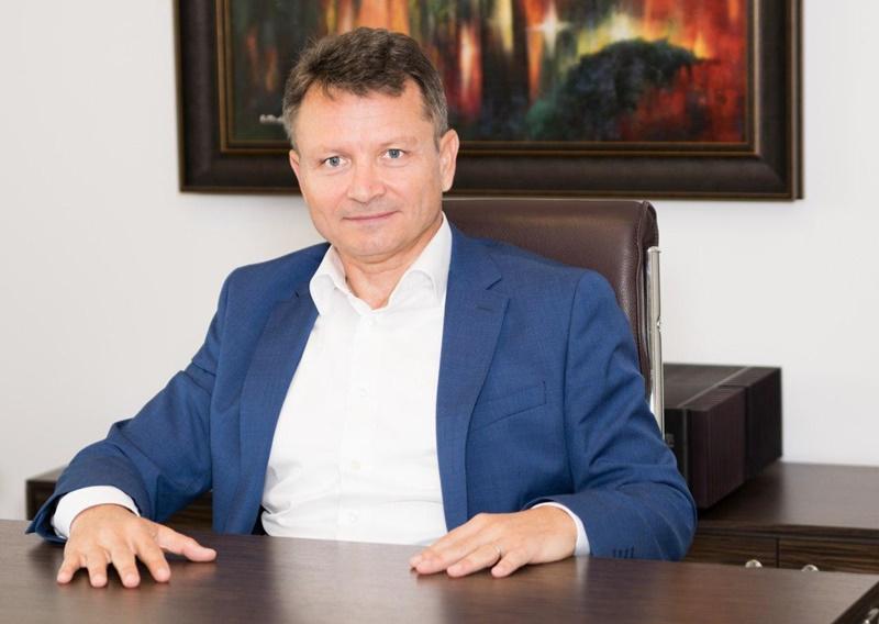 Pietreanul Florin Hozoc vrea să sponsorizeze o bancă centrală