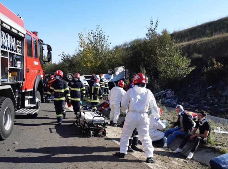 Un mort și 14 răniți, bilanțul accidentului în care un micro