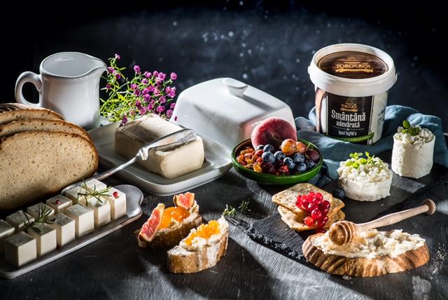 În luna Decembrie, mănâncă produse lactate tradiționale rom�