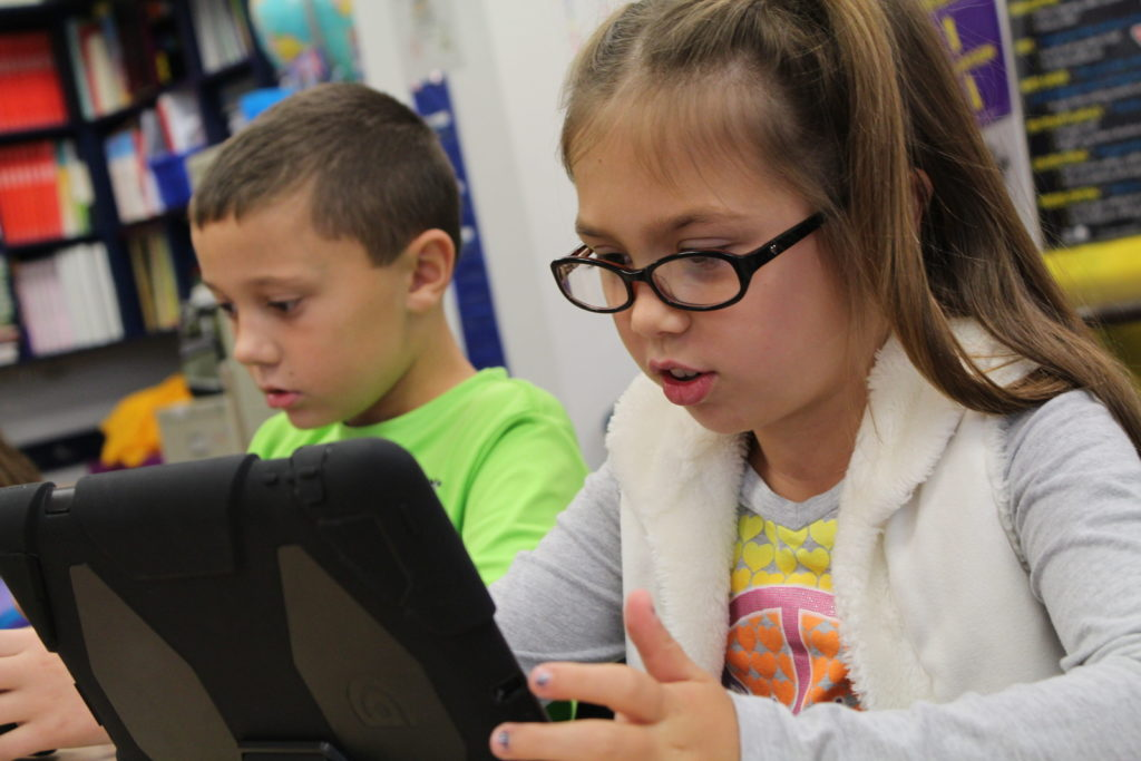 Primăria vrea să digitalizeze școlile din Aiud. Care sunt unit