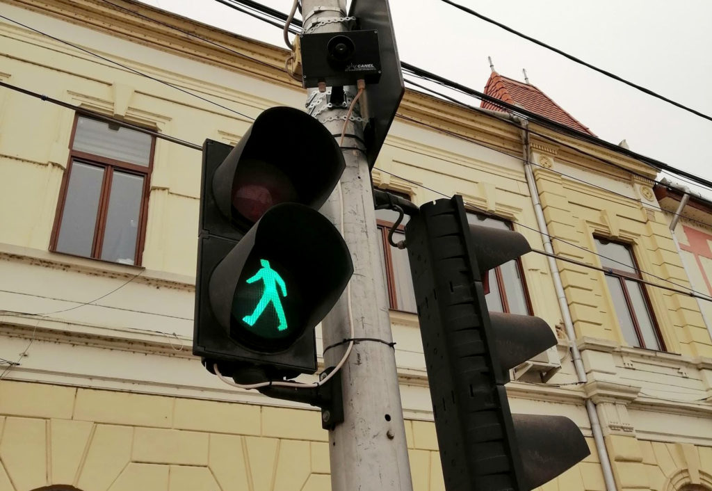 Sisteme de avertizare sonoră instalate la semafoare în Aiud