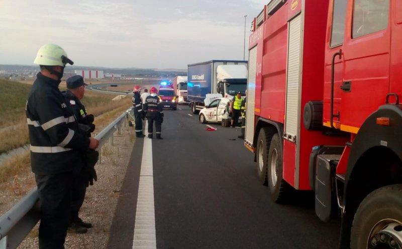Un microbuz s-a răsturnat pe A1 și un pasager a murit